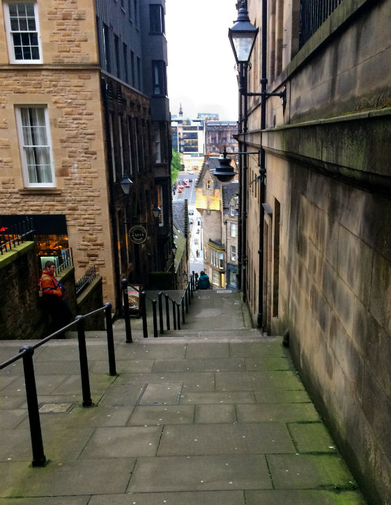 View down Advocates Close off Edinburgh's Royal Mile Edinburgh in 1-day with kids