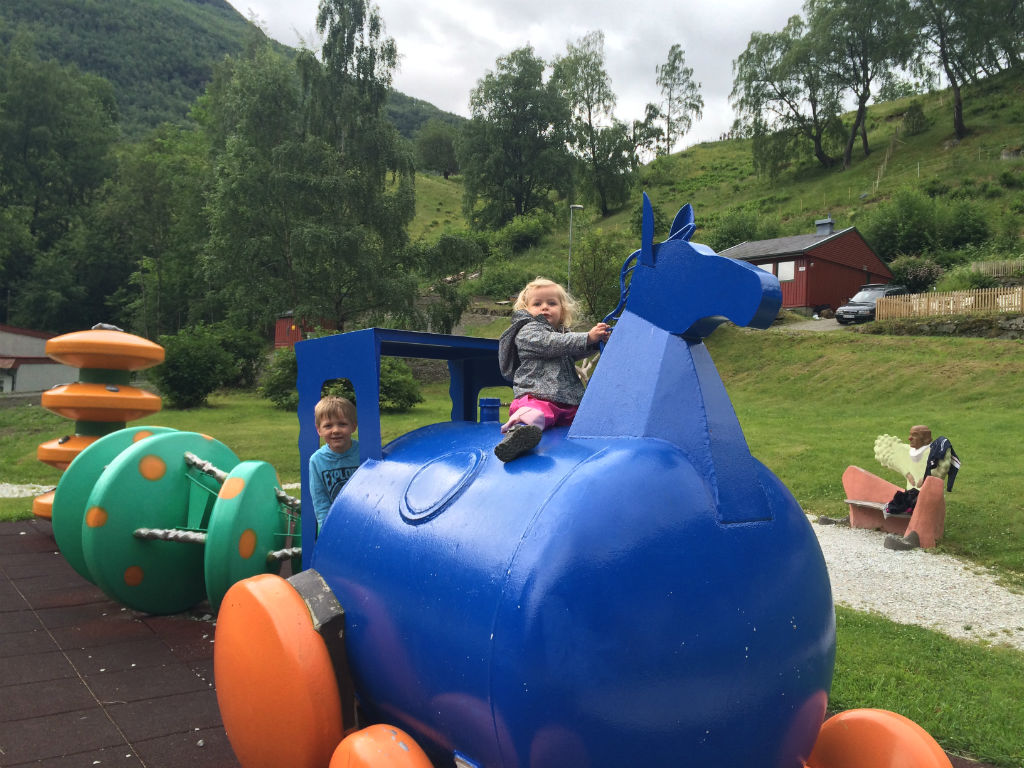 Norway in a Nutshell with kids. Follow this itinerary to plan your adventure to Norway.