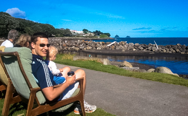 What to do in New Plymouth? Add this beautiful city to your North Island, New Zealand Itinerary. Families can sit and drink coffee and enjoy the view on the New Plymouth walkway.
