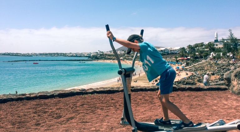 If you are looking for active things to do in Playa Blanca with kids then take a walk along the Promenade and stop at the activity station overlooking Dorado beach.