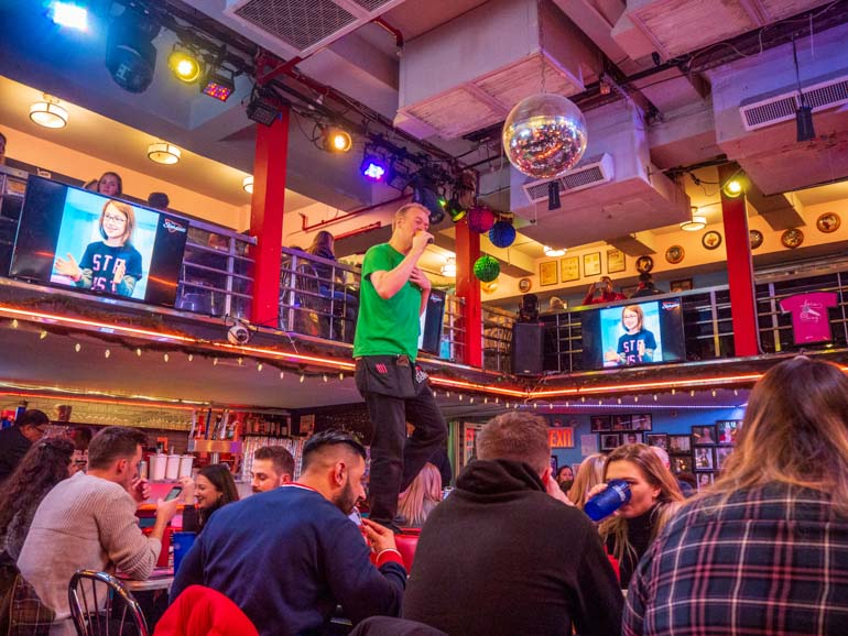 Performer at Ellen's Stardust Diner Time Square New York with kids